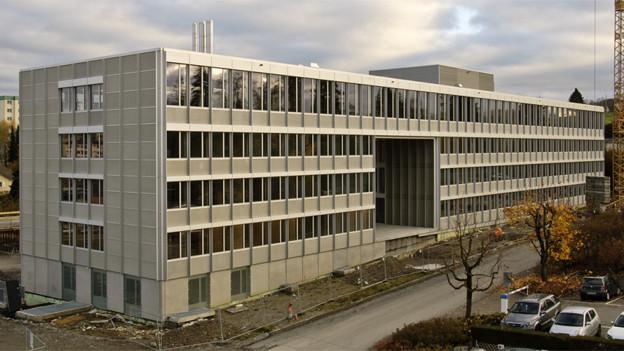 Die Heizzentrale in Givisiez wird im Moment gebaut.