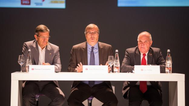 Sie haben das Programm vorgestellt (v.l.): Damian Constantin, Jean-Michel Cina und Luc Fellay.