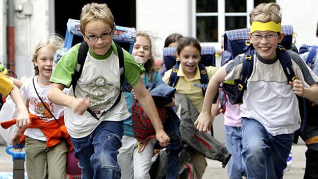 Hurra, die Schule ist aus: Ab in die Tagesschule.
