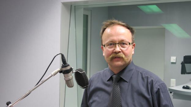 Thomas Egger im Studio des Regionaljournals.