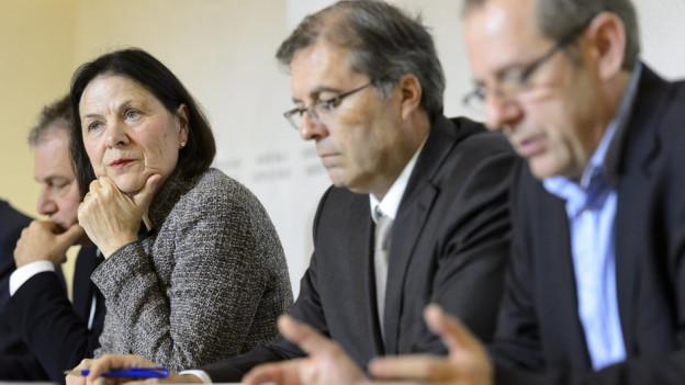 Esther Waeber-Kalbermatten und Jean-Michel Cina stellen das neue Spitalkonzept vor.