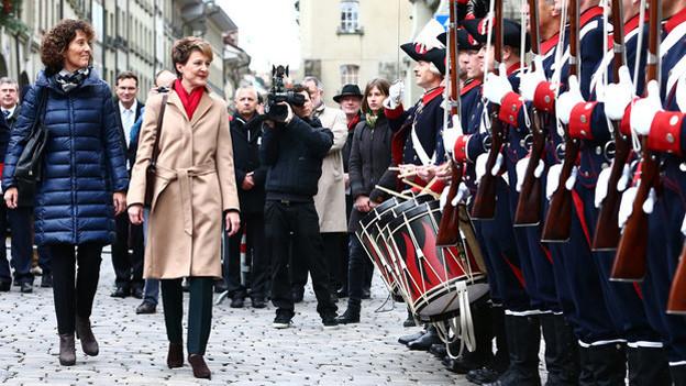 Bundespräsidentin Simonetta Sommaruga (rechts) und Barbara Egger.