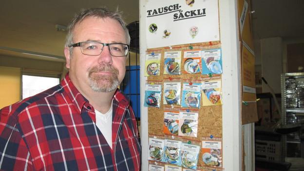 Peter Wälchli verdient sein Leben mit Kaffeerahm-Deckeli.