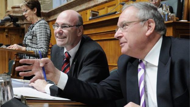 Jean-Pierre Graber (rechts im Bild) ist zurück im Nationalrat, wo er bis 2011 bereits politisierte.