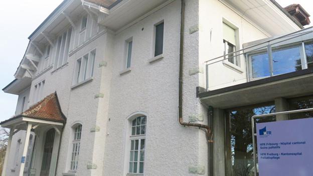 Das Palliativzentrum in der alten Villa St-François in Freiburg.