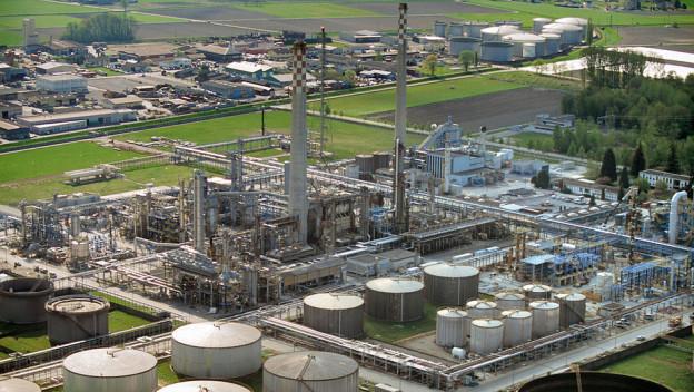 Die Raffinerie im Wallis verfügt über eine Kapazität von 55'000 Barrel pro Tag.
