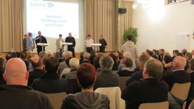 Volles Haus zum Thema Gemeindeparlament in Kerzers.
