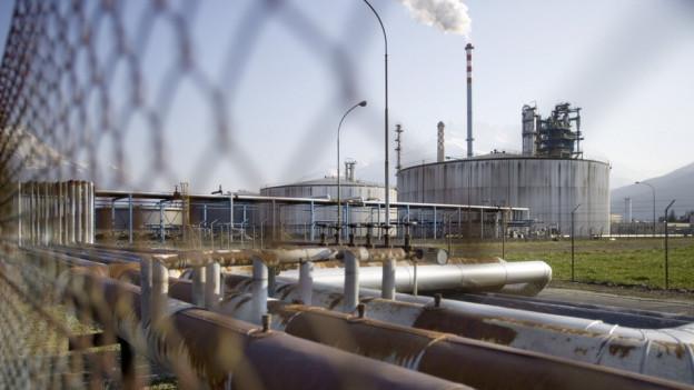 Der Betrieb in der Tamoil-Raffinerie in Collombey steht zurzeit still; die Zukunft ist ungewiss.