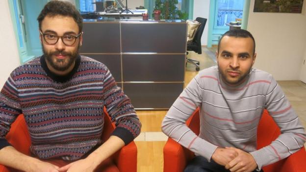 Simon Zurich vom Vorstand der JUSO Freiburg und Khalil Thebti vom Vorstand der Jungen CVP Freiburg.