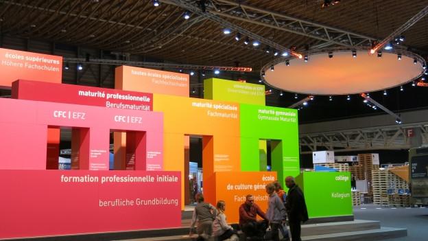 Eingang zur Berufsmesse «Start» in Freiburg.