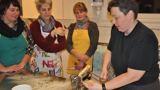 Pasta-Kochkurs für Freiburger Bäuerinnen.