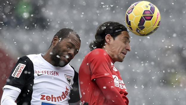 Thun gegen Aarau - Duell im Schneegestöber.
