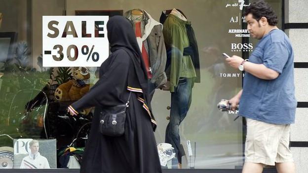 Araber und Touristen aus Asien prägen das Ortsbild in Interlaken.