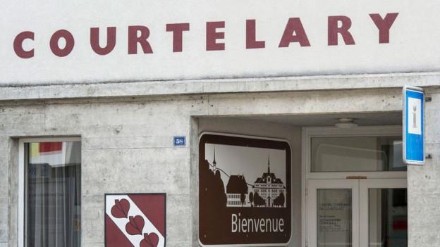 In Courtelary verkündet die Bernische Regierung: die Stimme des Berner Juras soll künftig besser gehört werden.