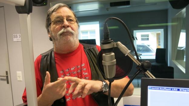 Marcel Dietrich im Radiostudio.
