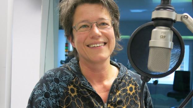 Die Berner Autorin Nicole Bachmann im Studio des Regionaljournals.