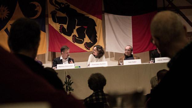 Reden über Staat und Kirche: Das Podium in Uettligen.