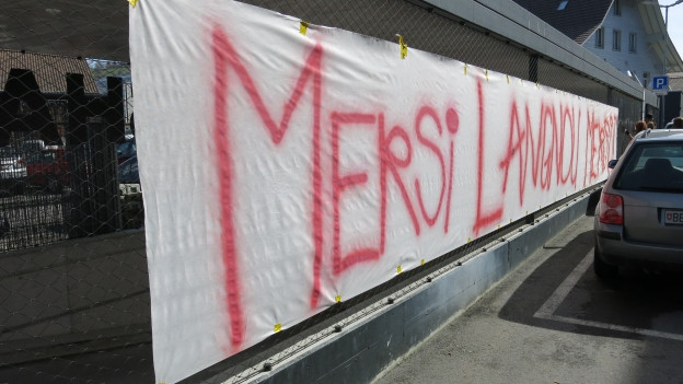 Transparent mit Aufschrift «Mersi Langnau»