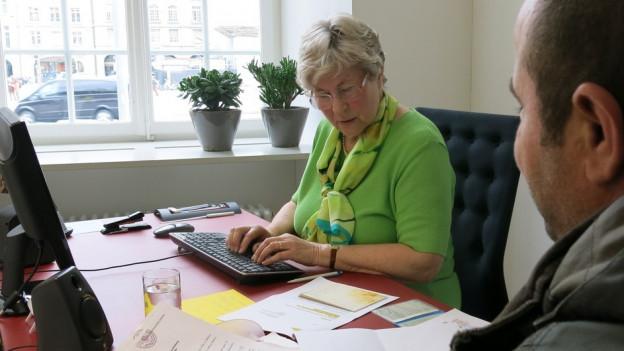 Therese Tellenbach arbeitet seit zehn Jahren ehrenamtlich für den Schreibdienst von Benevol.