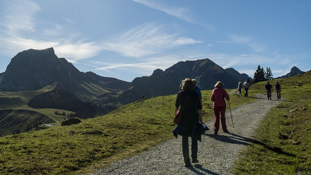 Viele Wanderer kommen mit dem Auto ins Gantrischgebiet.