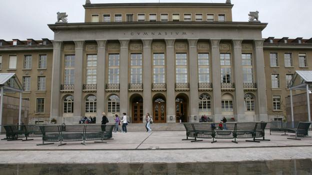 Unter anderem am Gymnasium Neufeld soll die Online-Umfrage durchgeführt werden