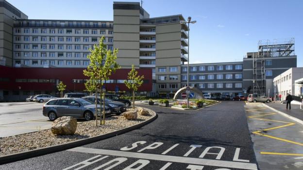 Viele Patienten wählen einen anderen Weg, als den zum Freiburger Kantonsspital.
