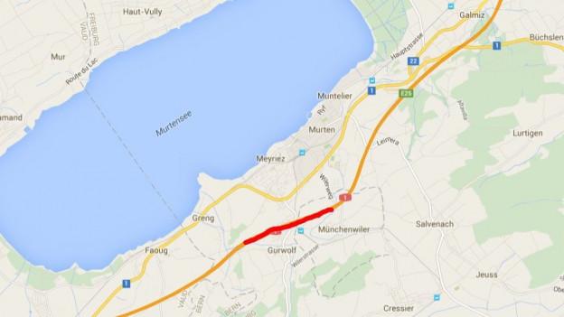 Betroffen ist der Autobahnabschnitt A1 südlich von Murten, insbesondere der Tunnel Les Vignes (rot)