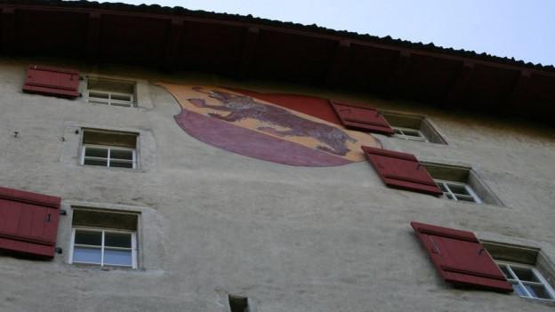 Am Schloss Lenzburg prangt immer noch der Berner Bär.