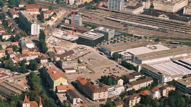 Hinter dem Bieler Bahnhof ist der Netzwerkstandort geplant.