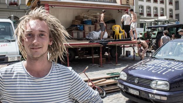 Compagnie Trottvoir: Jannick Lüthi und seine Kollegen bauen auf dem Münsterplatz die Bühne auf