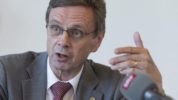 Hans-Jürg Käser bleibt gegenüber den Gemeinden hart.
