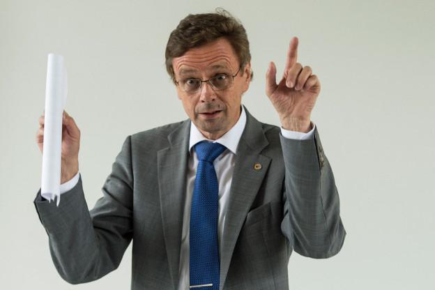 Regierungsrat Käser schlägt neue Unterkunftsmöglichkeiten für Asylsuchende vor.