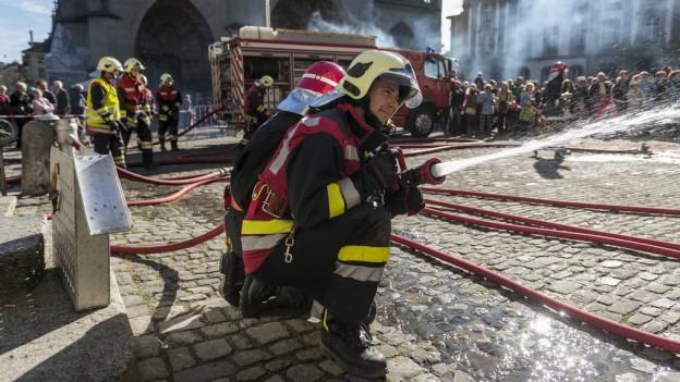 Die Berner Feuerwehr - noch immer in Männerhand.