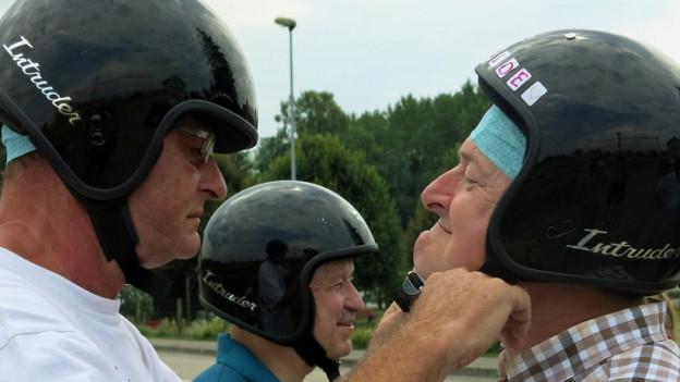 Helm auf und die Jugend wiederfinden: Töfflibuben am Murtensee