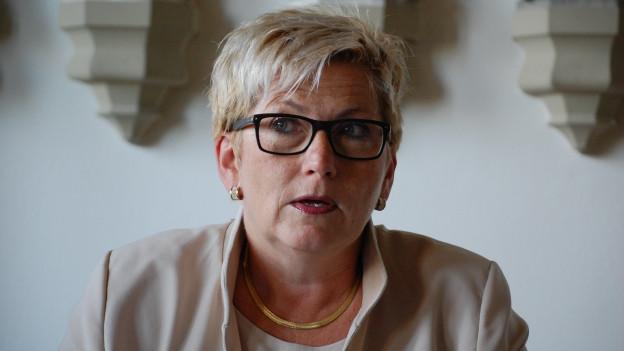 Finanzdirektorin Beatrice Simon meldet eine Verbesserung bei den bernischen Kantonsfinanzen.