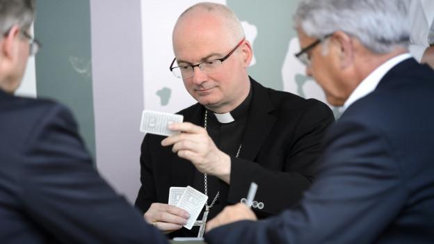 Bischof Charles Morerod jasst auch gerne.