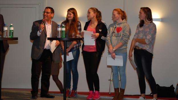 Die jungen Wahlbeobachterinnen des Regionaljournals.