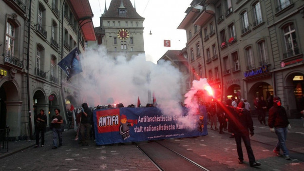 Antifaschistischer Abendspaziergang in Bern 2008.