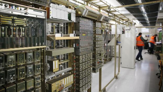 Der Relaisraum im Stellwerk Wylerfeld - kaum in Betrieb, schon mit Problemen.