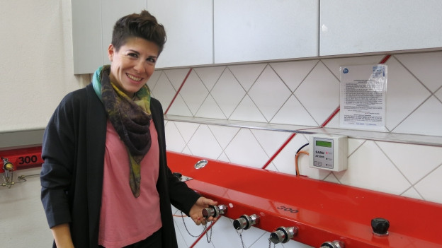 Susana Canonica hat sich im ehemaligen Atemschutzraum der Feuerwehr eingemietet.