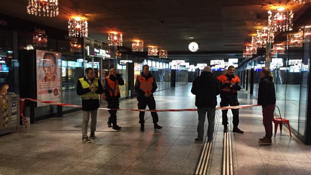 Die Neuengass-Passage beim Bahnhof Bern - Poliziei statt Pendlerströme