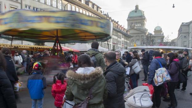 Viele Menschen in Bern – nicht alle jedoch in Shoppinglaune.