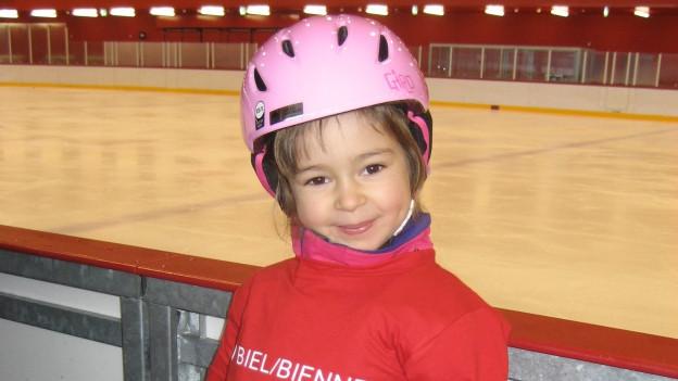 Die 5-jährige Eisprinzessin ist die 1000. Teilnehmerin am freiwilligen Schulsport in Biel.