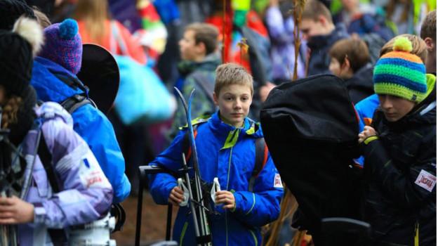 600 Jugendliche treffen an der Lenk ein zum 75. Jugendskilager