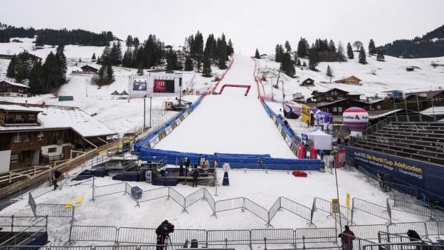 Kaum Schnee, warme Temperaturen und Regen halten die Organisatoren auf Trab.