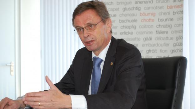 Hans-Jürg Käser an der Jahresmedienkonferenz.