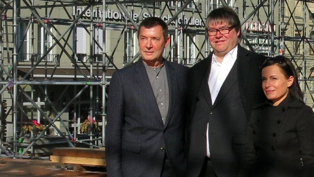 Stephan Märki (links) mit reduziertem Leitungsteam: Xavier Zuber (Opern und Konzerte) und Estefania Miranda (Tanz).