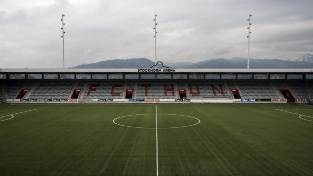Sicht auf Stadion Thun, Schriftzug «Stockhorn Arena»