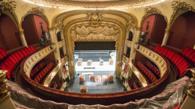 Der neue Theaterstuhl stammt aus Belgien und ist eigens für das Berner Stadttheater konzipiert worden.