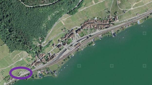 Die Nationalstrasse N5 soll statt wie heute vor Twann (violetter Kreis) erst nach dem Dorf aus dem Berg kommen.